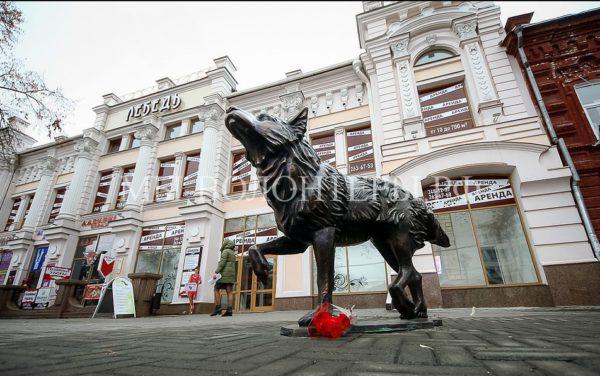 В Челябинске установили памятник верности дворняги